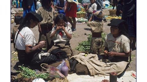 Chamula-Familie auf dem Markt